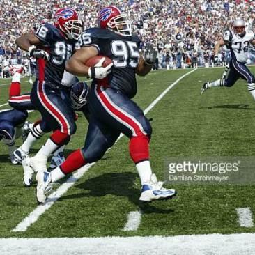 Sam Adams TD against NE in week 1, 2003. Credit Damian Strohmeyer, Getty Images